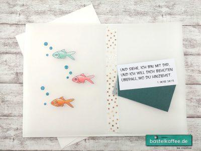 """Selbstgebastelte Grußkarte mit ausgedruckten und colorierten digitalen Stempeln (Fische und Bibelvers) zur Konfirmation/Kommunion. """"Und siehe, ich bin mit dir, und ich will dich behüten überall, wo du hinziehst."""" 1. Mose 28, 15"""
